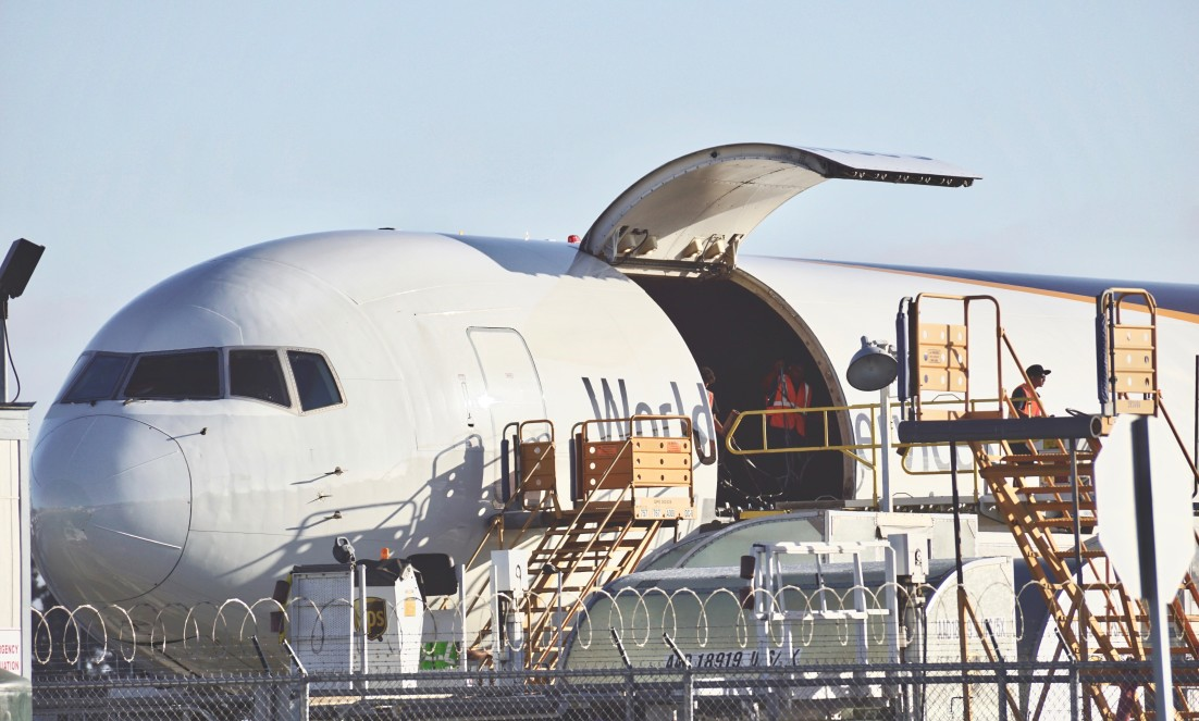delivery-plane-getting-ready-for-shipment-getting-ready-for-takeoff-holidays-commerce-business-goods_t20_6lBwmy
